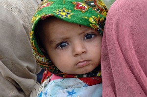 afghan-child-waiting-for-doctor