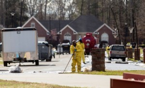 arkansas-oil-spill-cleanup-hazard-workers-neighborhood-suburbs-small