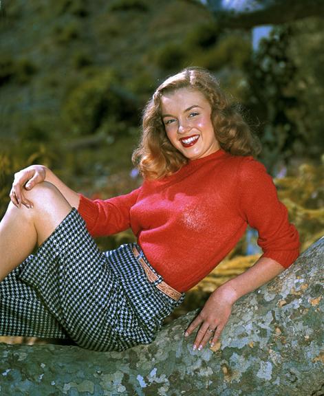 Modell Norma Jeane lokkis punaste juustega - Hollywoodi totaalse muutumisega sai temast Monroe 5