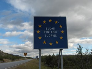 Finnish_border_sign_Kilpisjarvi
