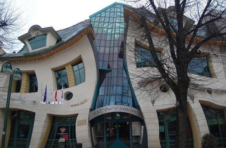 2 33 Worlds Top Strangest Buildings crookedhouse Galerii: maailma kõige erilisemad hooned