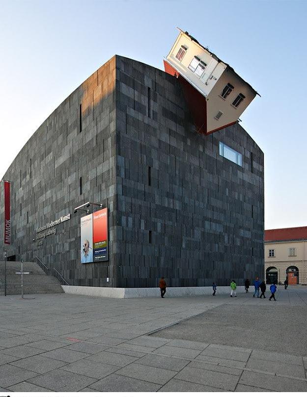20 33 Worlds Top Strangest Buildings house attack Galerii: maailma kõige erilisemad hooned