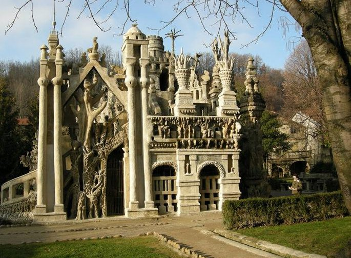 23 33 Worlds Top Strangest Buildings ideal palace Galerii: maailma kõige erilisemad hooned