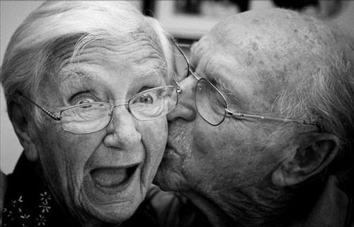 black-and-white-couple-cute-love-old-Favim.com-105972