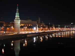 Kremlin_towers_Vodovzvodnaya_night