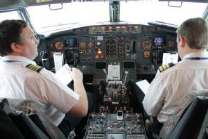 Aerosvit_Boeing-737-400_UR-VVP_pilot_cabin