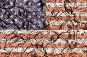 Dollarscheine-und-USA-Fahne