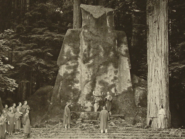 bohemian-grove-owl-ceremony-day-bw1