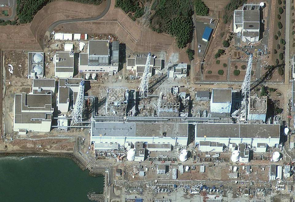 Fukushima Daiichi  nuclear power plant reactors 4,3,2 ja 1 vasakult paremale
