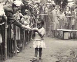African-girl-in-human-zoo-e1392748580716