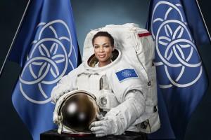 astronaut-portrait-international-flag-earth