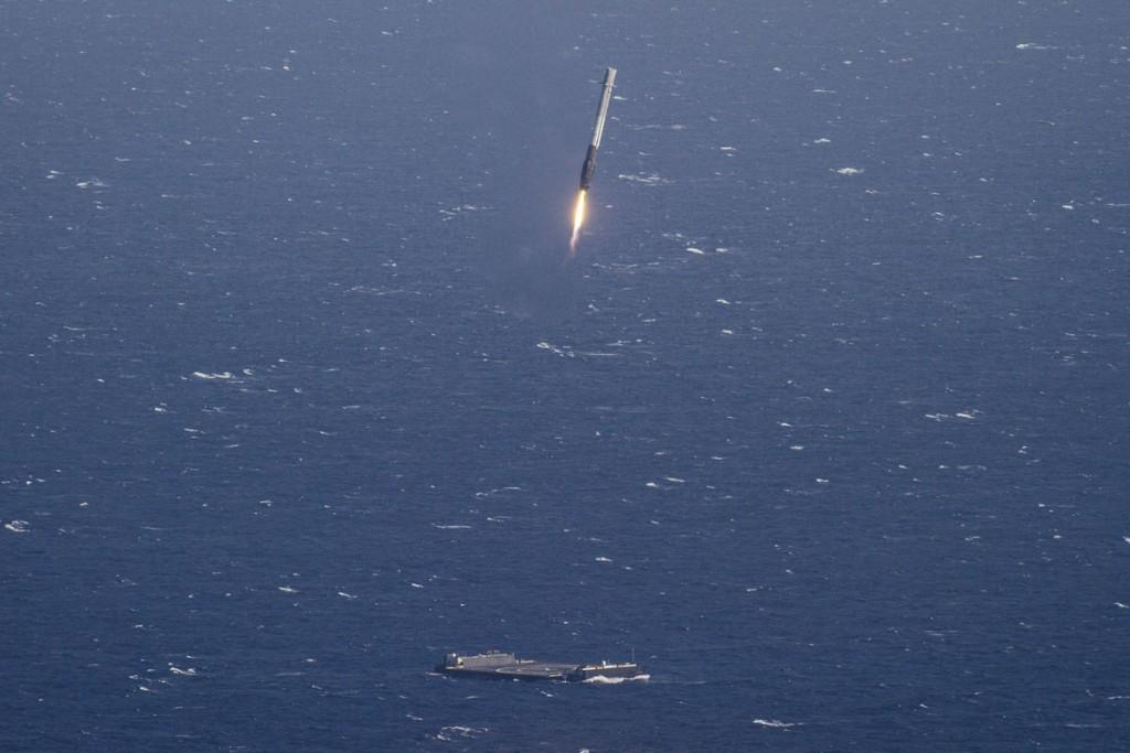 SpaceX-i raketid maanduvad merel