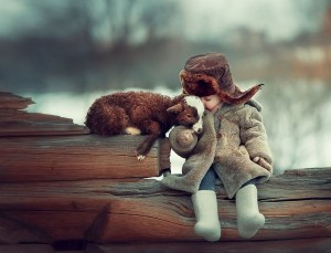 winter-children-animal-photography-elena-karneeva-882__880