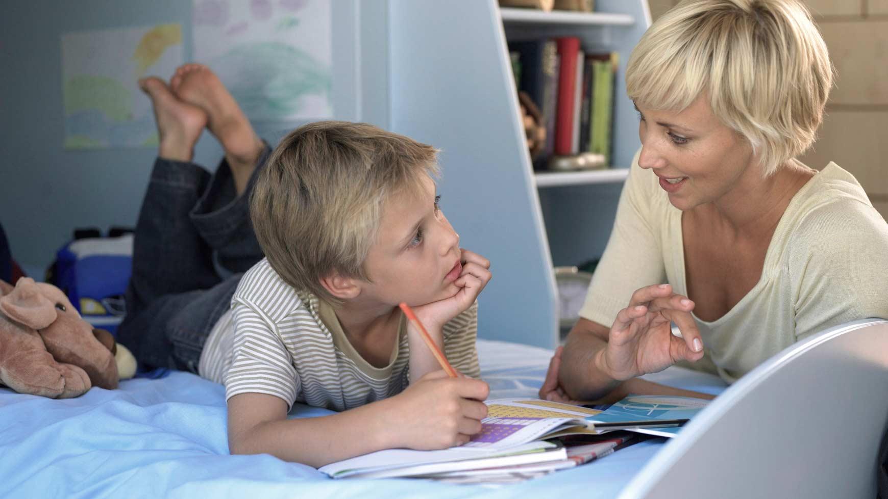 Eesti vanem pigem kontrollib, kui toetab oma lapsi