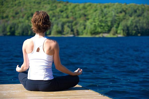 woman-doing-yoga-600