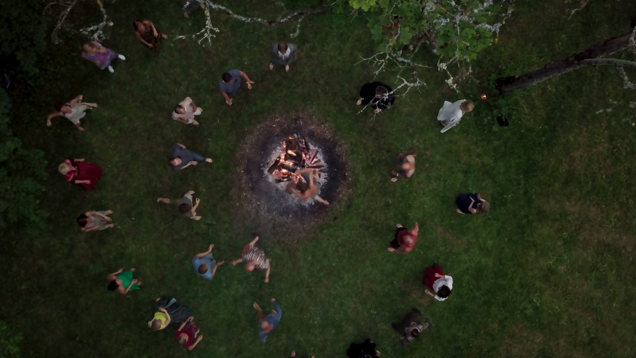 Eesti ökokogukonnast filmi teinud režissöör: See on kiirendi enesearenguks, sest põgeneda pole kuhugi